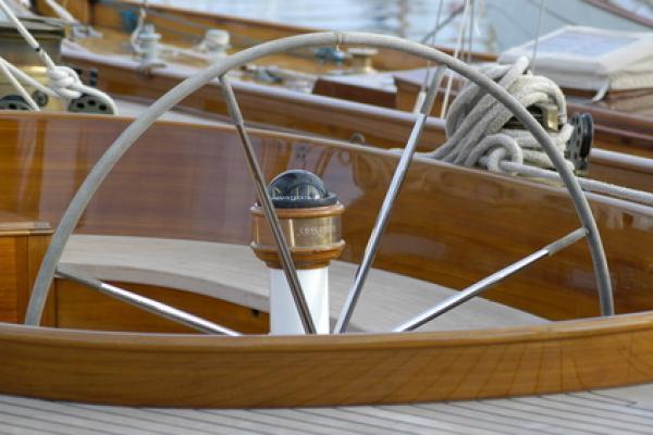 Louer un bateau dans le Golfe de Saint-Tropez : les règles de sécurité